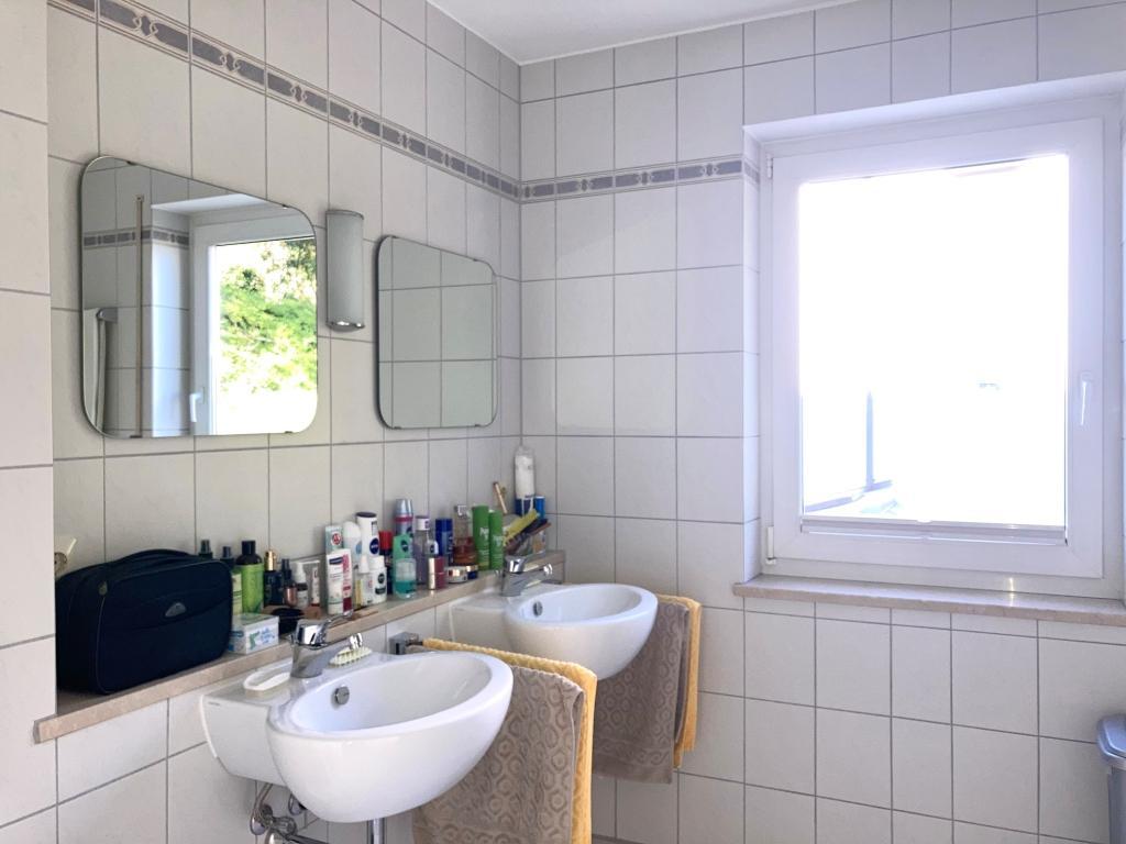 Badezimmer mit Bidet und sep. WC